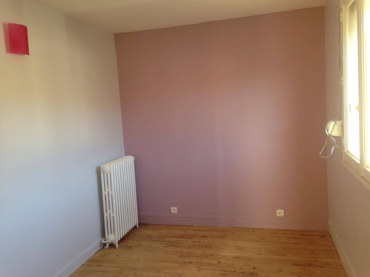 Faience salle de bain couleur for Peinture murs salon