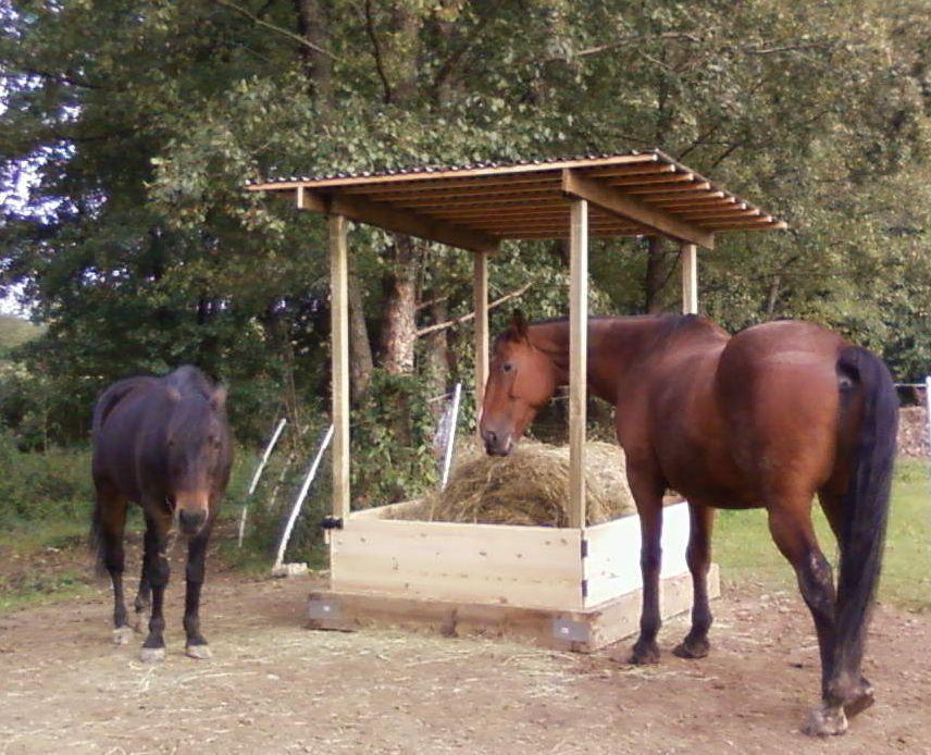 vos ratelier a foin 2 forum cheval. Black Bedroom Furniture Sets. Home Design Ideas