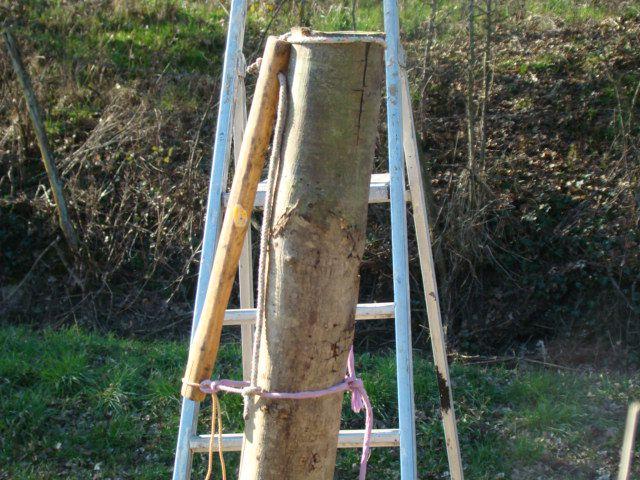 Astuce planter des piquets bois 1 forum cheval - Support poteau bois a planter ...