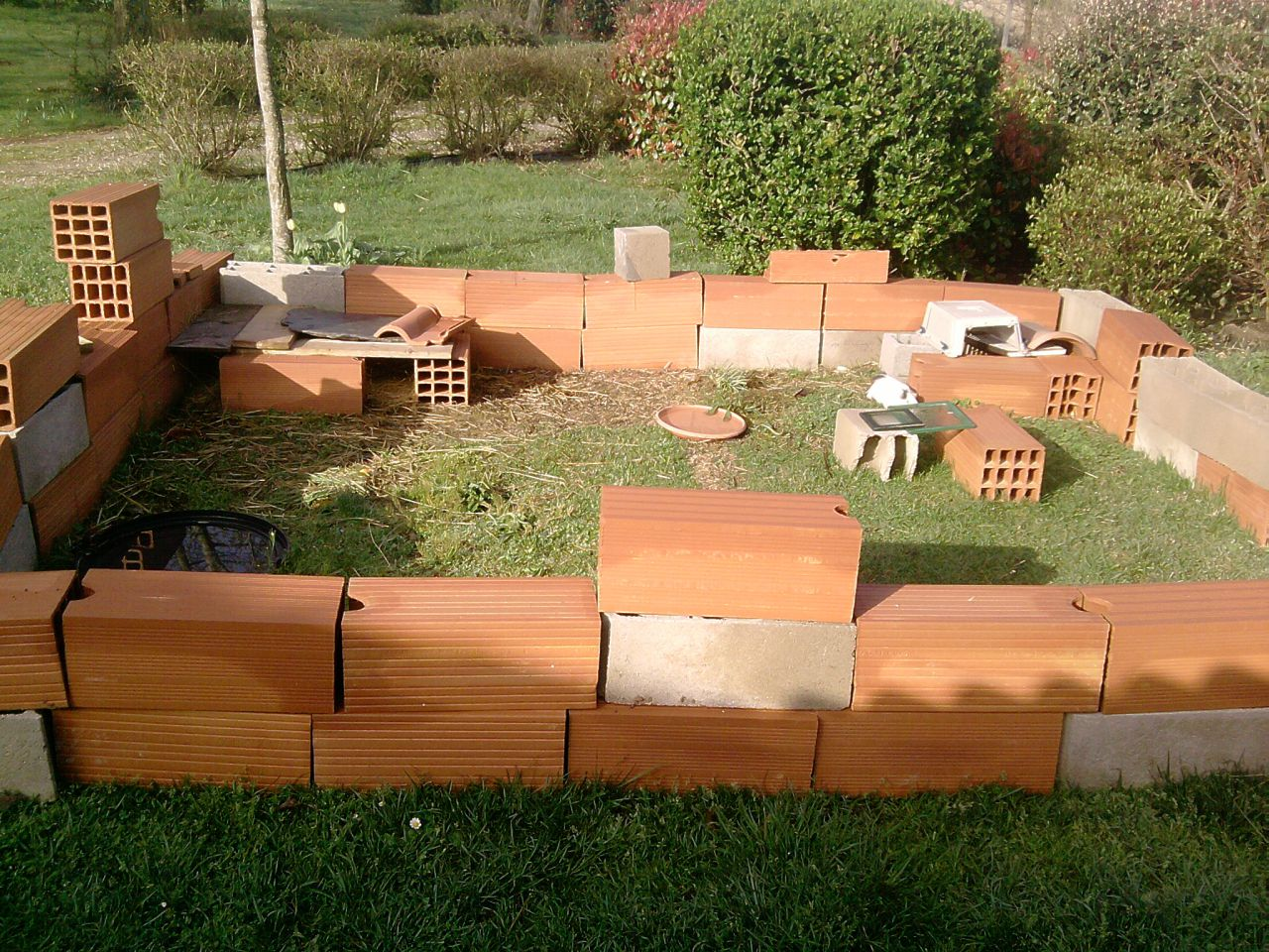 lapins d 39 interieur dans le jardin 1 forum cheval. Black Bedroom Furniture Sets. Home Design Ideas