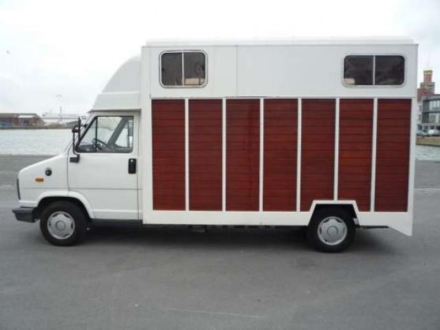 camion 2 chevaux vl peugeot j5 fr jus. Black Bedroom Furniture Sets. Home Design Ideas