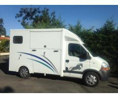 A vendre Camion chevaux 2 places Renault master