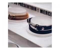 Gants, accessoires pour cavalière, bijoux.