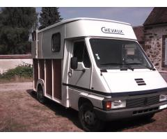 Camion VL Renault Master Transport 2 Chevaux